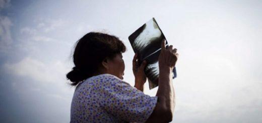 Ni lentes oscuros ni radiografías: lo que no hay que hacer para ver el eclipse solar