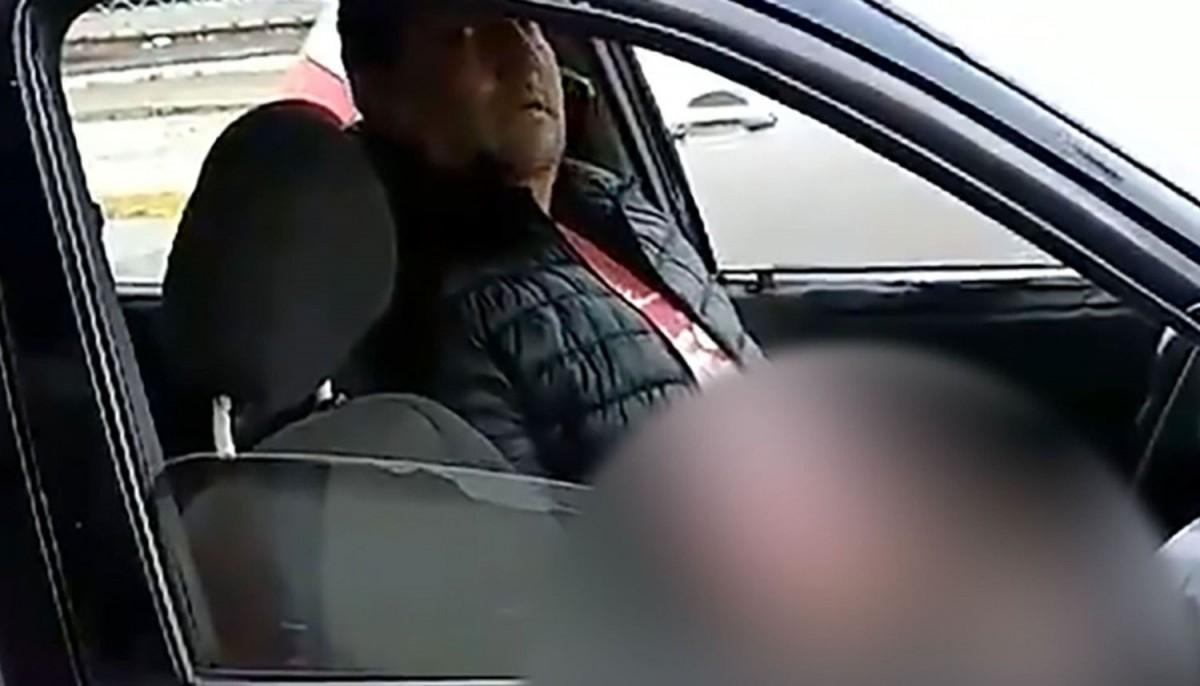 Una joven grabó a un degenerado que se masturbó frente a ella mientras esperaba el colectivo