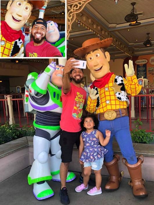 """Imagen viral: por sacarse una selfie con los personajes de """"Toy Story"""" se olvidó su hija"""