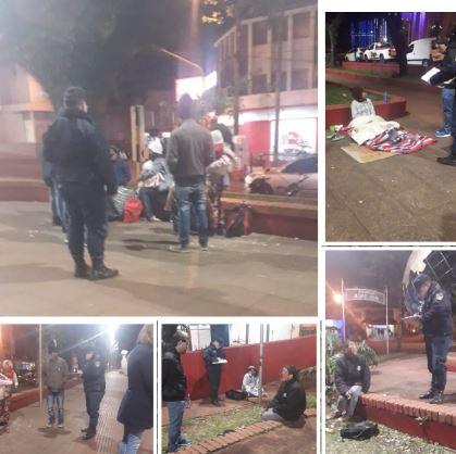 Oberá: la policía colaboró con la Municipalidad en el traslado de personas en situación de calle.