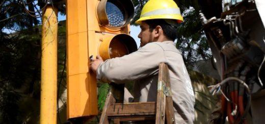 Posadas: la Municipalidad reemplazó lámparas halógenas por led en los semáforos de Francisco de Haro y Comandante Rosales