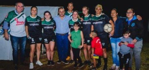 """Vialidad iluminó campo deportivo """"El Brete"""""""