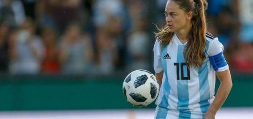 Tras no ser convocada para los Panamericanos Stefanía Bannini, figura indiscutida del fútbol femenino del país, renunció a la Selección
