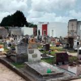 Fueron a visitar la tumba de su padre y descubrieron que en el nicho había otra lápida: lo cremaron por error