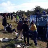 Sin carteles y con la demarcación borrada: así es la curva donde fue el accidente fatal de Tucumán
