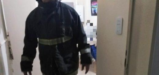 Posadas: bomberos de la Policía rescataron a una joven en el cuarto piso de un edificio