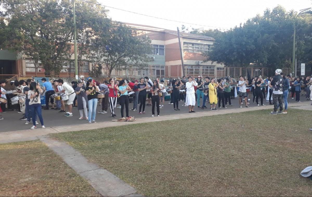 #Estudiantina2019: los jóvenes posadeños aprovecharon la tarde de sol para ensayar