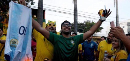 Copa América: hinchas brasileros quemaron la camiseta de Lionel Messi en la puerta del estadio