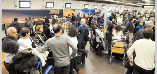 El Gobierno buscará prohibir los paros aeroportuarios
