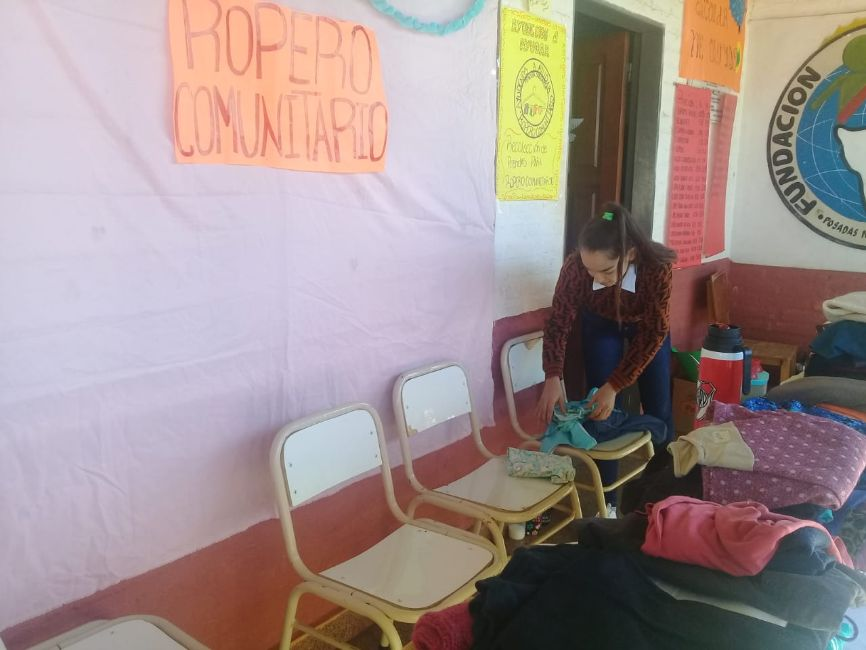 Estudiantes de secundario lanzan cooperativa para ayudar con la economía de sus familias