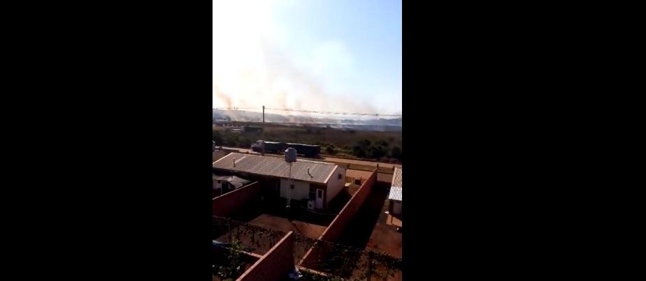 Incendio acecha la zona de viviendas en el barrio Itaembé Guazú de Posadas