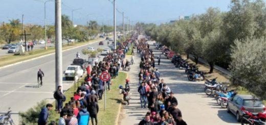 Tucumán: más de dos kilómetros de cola para conseguir trabajo en un supermercado
