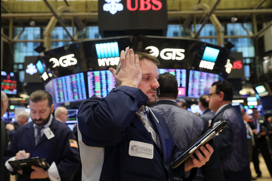 Lunes negro: se disparó el dólar, el riesgo país superó los 1460 puntos y las acciones argentinas se desplomaron en Wall Street