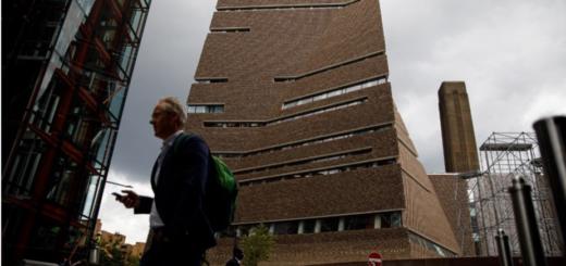 Un adolescente arrojó a un nene desde el piso 10 del museo en Londres