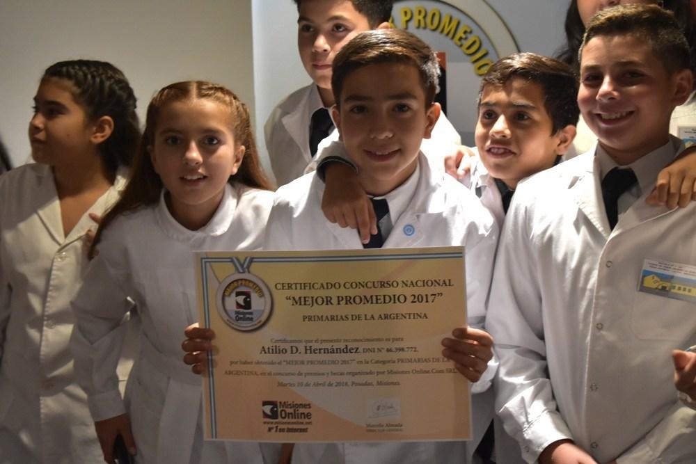 """Atilio Hernández, el mendocino """"Mejor Promedio"""" cumplió su meta de conocer La Bombonera invitado por el Club de BOCA y en reconocimiento por su compromiso con la educación"""