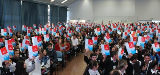 """Jóvenes del Mercosur se reunirán en Posadas en el 10º Parlamento Juvenil: """"Identidad Joven"""""""