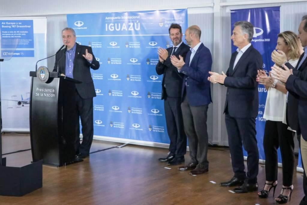 «Más vuelos se traduce en más trabajo para los misioneros», insistió Passalacqua al recibir junto al presidente Macri el Air Europa proveniente de Madrid