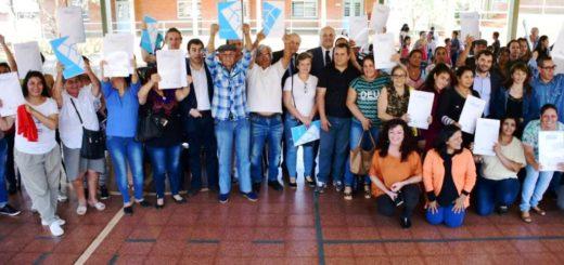 Yacyretá entregó los títulos de propiedad a cien familias del barrio San Isidro