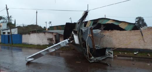 La tormenta de esta madrugada causó varios destrozos en el Club Atlético Oberá