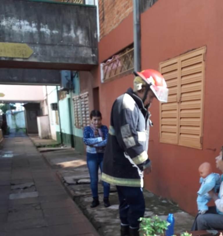 Efectivos policiales y bomberos evitaron un suicidio de una mujer en Posadas
