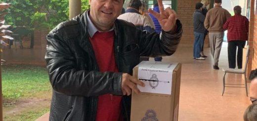 """#PASO2019: """"El clima ayuda en la zona rural y define la participación"""", aseguró Cacho Bárbaro al emitir su voto"""