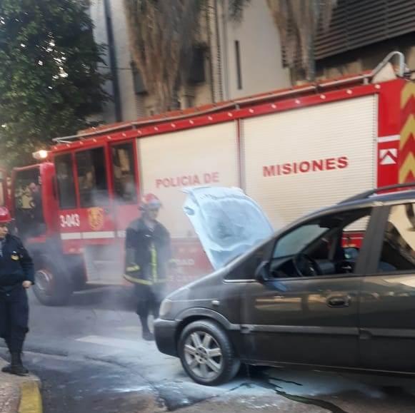 Se incendió un auto en pleno centro de Posadas