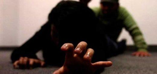 """India: un hombre """"apostó"""" a su mujer en un juego de azar, perdió y dejó que sus amigos la violen"""