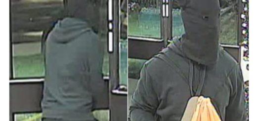 Viral: robo armado con un cuchillo y con una remera de bebé en la cabeza