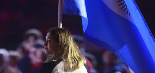 Delfina Pignatiello fue la abanderada de la Argentina en el cierre de los Juegos Panamericanos 2019