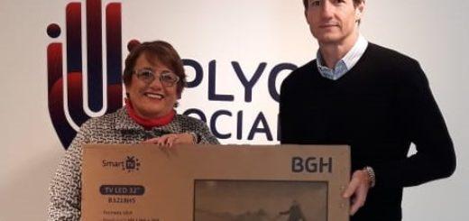 IPLyC Social donó televisor para el te bingo de la parroquia San Miguel de Posadas