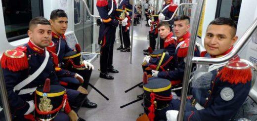 Granaderos viajaron en subte a la misa en homenaje a San Martín