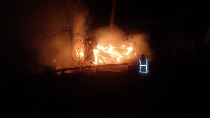 Incendio destruyó por completo una vivienda en Irigoyen e investigan si fue intencional: no hubo lesionados