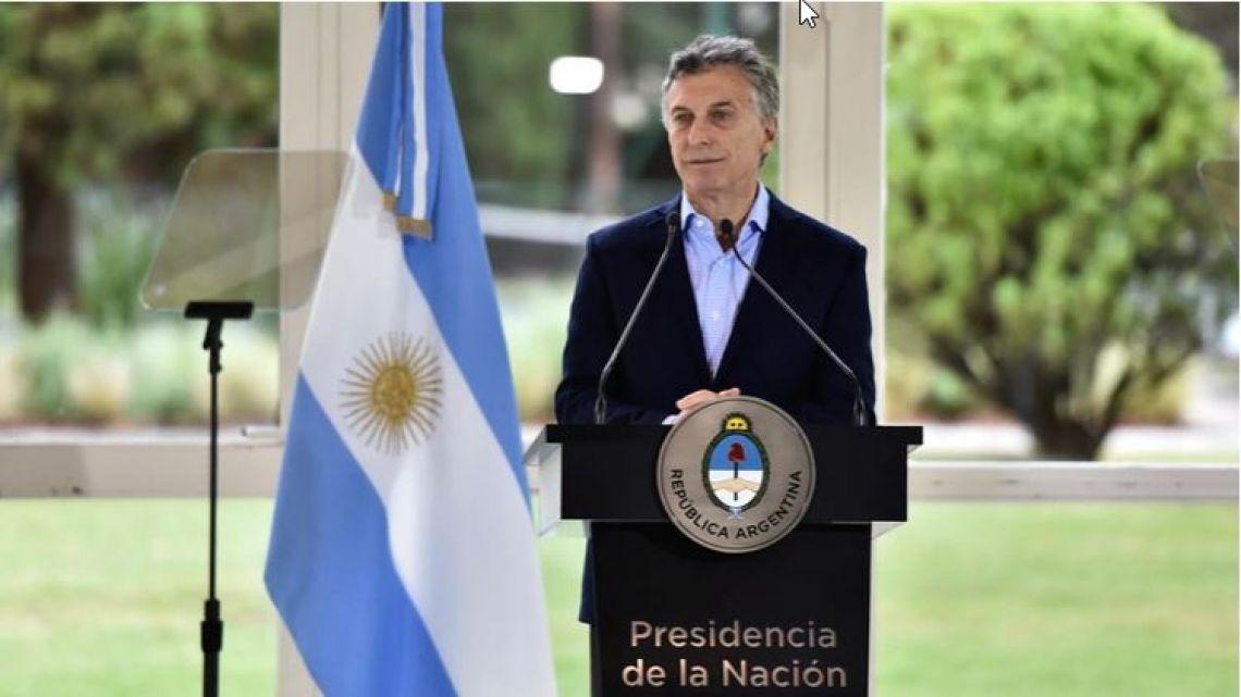 A 11 horas del anuncio, Macri dejó sin efecto el congelamiento del precio de los combustibles