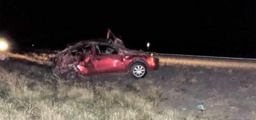 Rutas trágicas: dos hermanitos de 2 y 3 años perdieron la vida al volcar un auto en el que viajaban