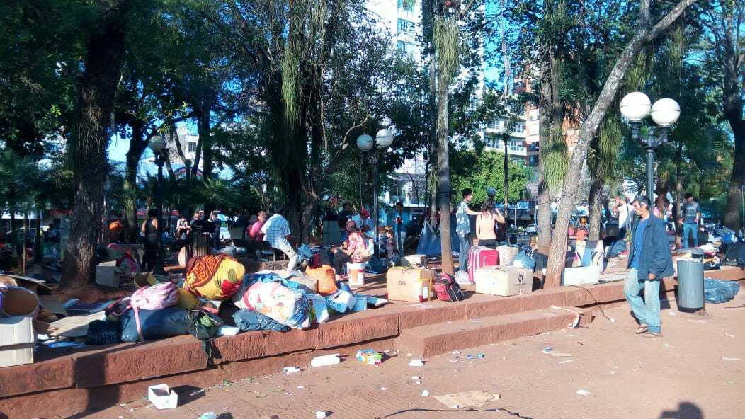 Posadas: tareferos levantaron el campamento de la plaza 9 de Julio ...