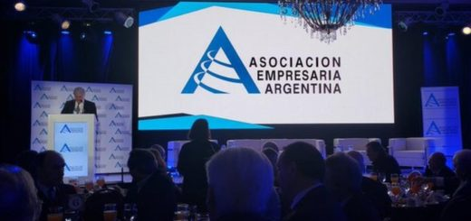 """Cumbre de empresarios pide """"previsibilidad"""" a políticos y reclama reducir la presión impositiva"""