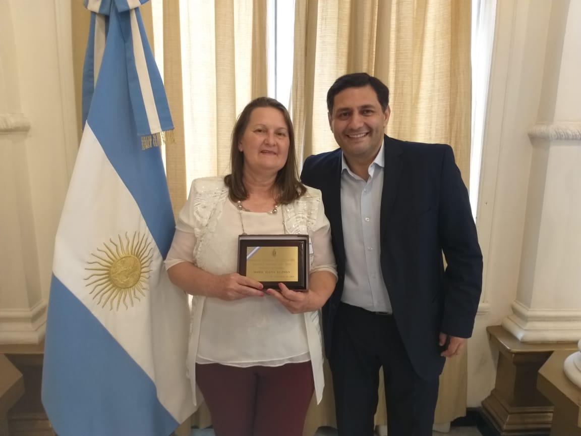 Por el esfuerzo y dedicación, se distinguió a María Elena Kuzman como la Maestra Ilustre Misionera 2019