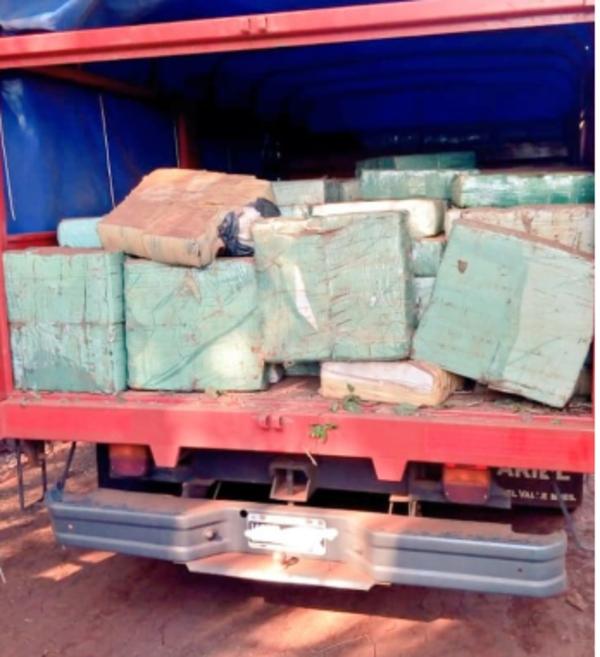 Golpe al narcotráfico en Jardín América: la Policía interceptó un camión repleto de marihuana en paraje Cuatro Bocas