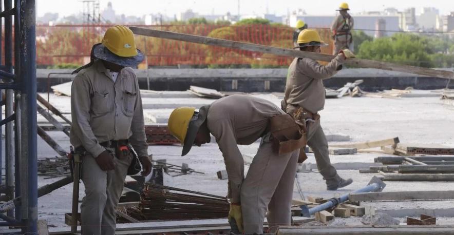 Aseguran que el Gobierno nacional impulsa una baja de impuestos para reactivar la construcción