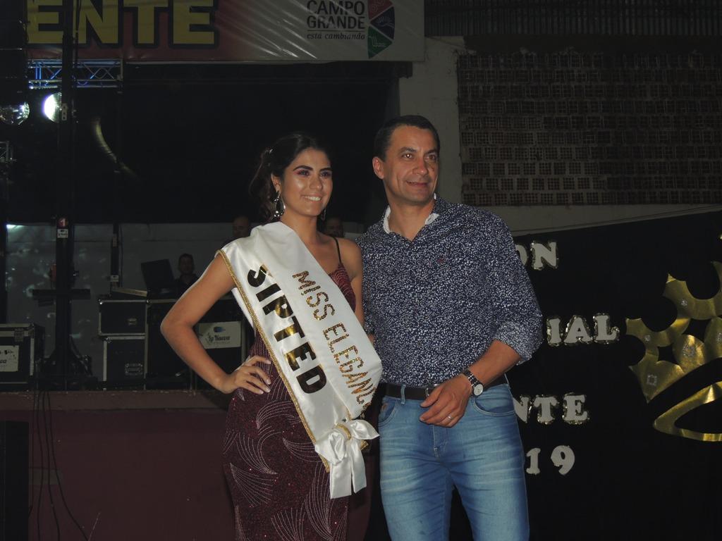 Nerea Alinda Pedrozo fue consagrada Reina Provincial del Docente en Campo Grande