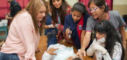 """Iguazú: la campaña """"Dientes Supersanitos"""" realizó el relevamiento bucodental a 1500 alumnos"""