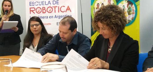 La Escuela de Robótica firmó convenio de colaboración con la Secretaría de Estado de Agricultura Familiar de Misiones