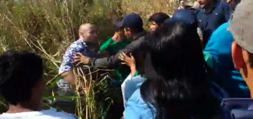 Se viralizan nuevos videos de agresiones a turistas que intentan cruzar un corte de ruta en Puerto Iguazú