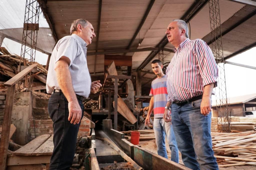 Passalacqua visitó un aserradero beneficiado con la asistencia del Fondo de Crédito de Misiones en Andresito