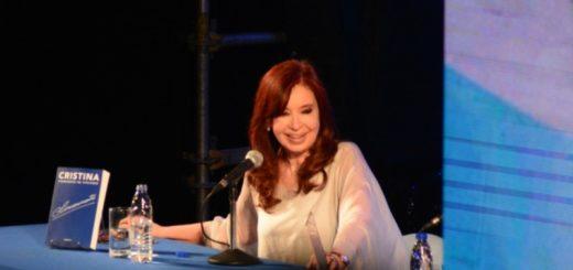 """En Posadas, Cristina llamó a """"conformar un nuevo contrato social distinto y mejor del que tuvimos con todos los sectores"""""""