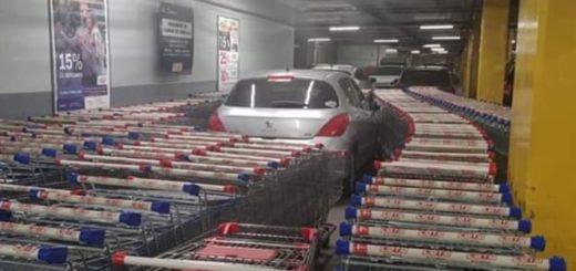 Viral: estacionó donde quiso y así le respondieron los empleados del supermercado