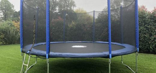 Susto: un nene saltaba sobre una cama elástica, se soltó un resorte y se le incrustó en la espalda