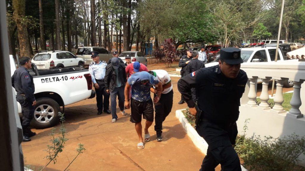 Violento enfrentamiento entre policías y paseros en Ciudad del Este: hay 12 detenidos por los incidentes