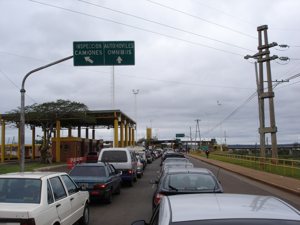 Comisión paraguaya se reúne para buscar soluciones a las problemáticas del cruce fronterizo