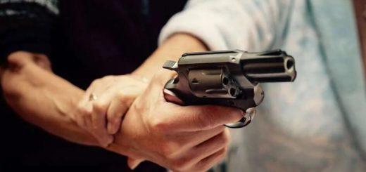 Quedó detenido tras quebrarle el cráneo a su ex pareja con la culata de un revolver